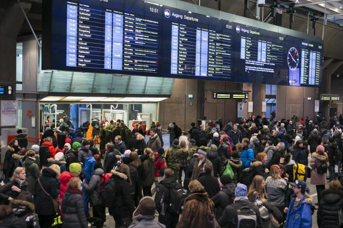 Store forsinkelser og kanseleringer på Oslo S fredag ettermiddag, 25. januar 2013. En feil på signalanlegget førte til full stans på Østfoldbanen mellom Kolbotn og Ski. (Foto: Heiko Junge / NTB scanpix)