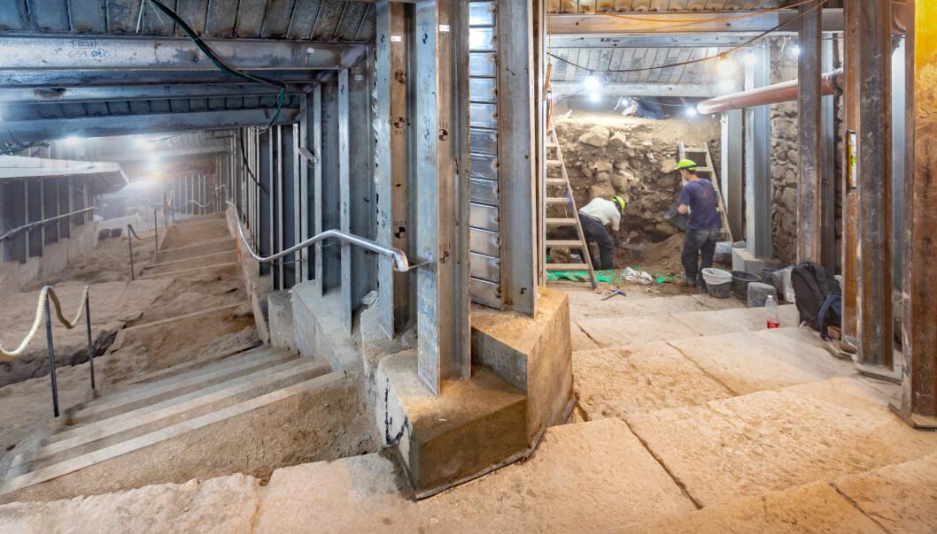 Besøker du Jerusalem, kan du nå vandre langs den nylig offisielt åpnede 600 meter lange pilegrimsveien fra Siloadammen opp mot Tempelhøyden i Gamlebyen. Den 2000 år gamle veien er noen steder 8 meter bred. Bildet er fra utgravingen.