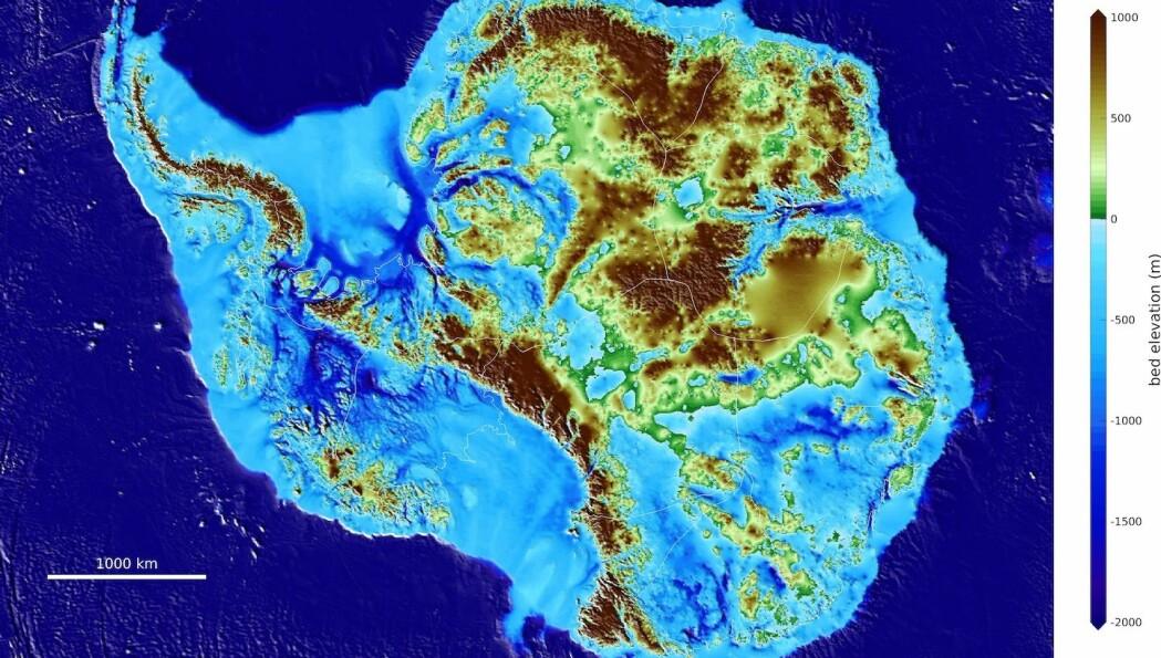 Under det massive islokket som Amundsen trasket på, skjuler det seg et tapt land av daler og fjell.