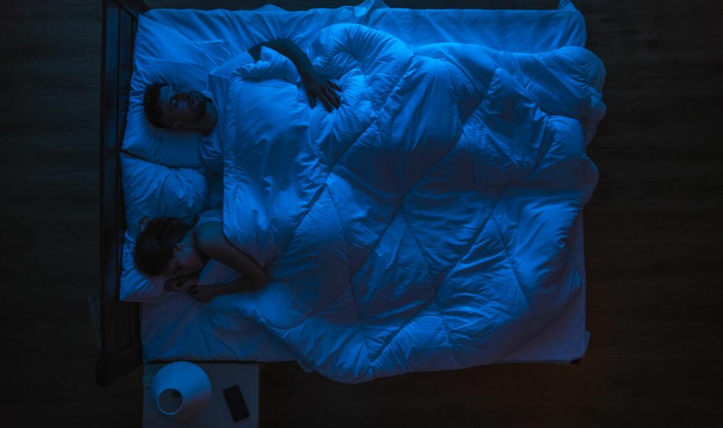 Du dør hvis du ikke får sove nok. Folk med den sjeldne sykdommen fatal insomnia dør etter cirka 18 måneder. Så viktig er søvnen, altså, men ingen vet helt hvorfor.