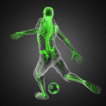 Det krever mye trening å kunne treffe en fotball helt riktig. Men du blir bedre til å huske det du har trent på hvis du like etterpå driver intens, fysisk aktivitet. (Foto: Colourbox)