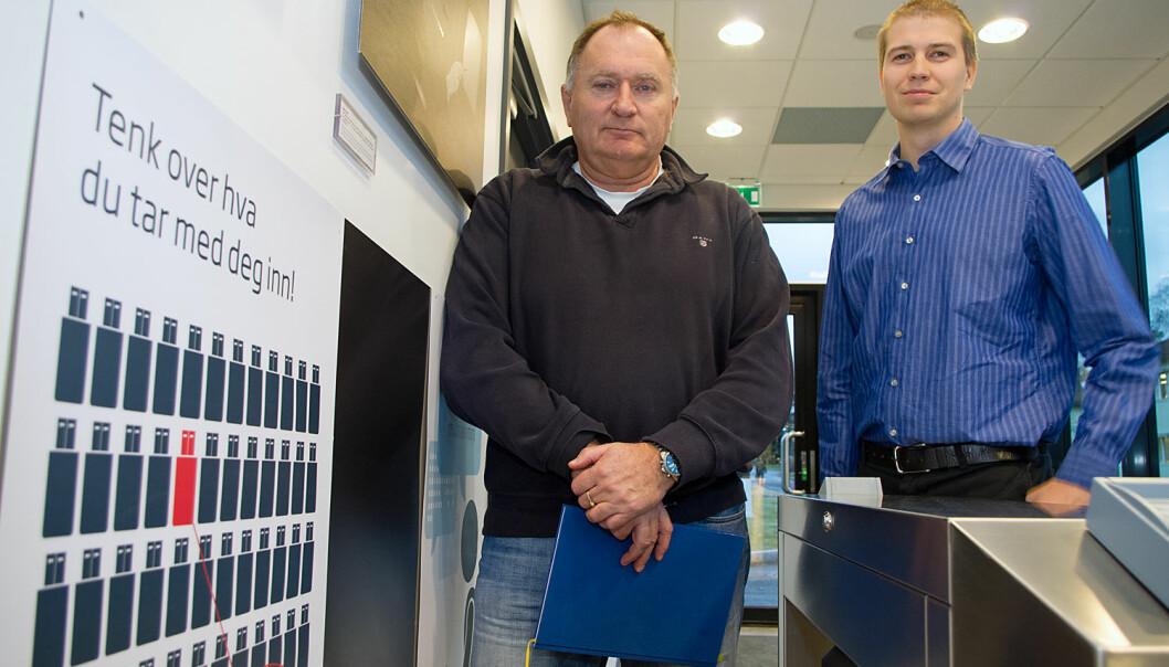 Sverre Diesen (til venstre) og Torgeir Broen i FFI uttalte at faren for cyberterrorisme og cyberkrigshandlinger ikke er så stor som underholdningsindustrien vil ha det til. Georg Mathisen
