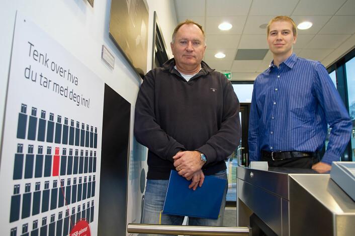 Sverre Diesen (til venstre) og Torgeir Broen i FFI uttalte at faren for cyberterrorisme og cyberkrigshandlinger ikke er så stor som underholdningsindustrien vil ha det til. (Foto: Georg Mathisen)