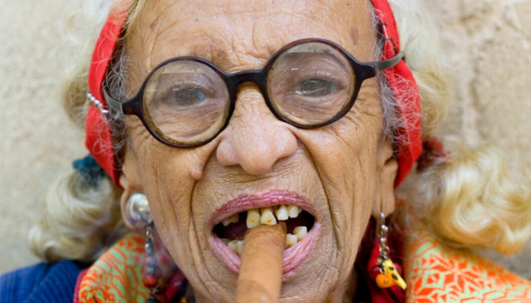 For eksempel røyking trenger ikke være en stopper for å bli eldre enn hundre år. Colourbox