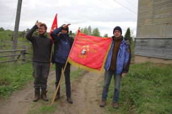 """""""RØDE FANER: Udo Müller (t.v.), Alexander Smirnov og Denis Kuznetsov tillater seg å harselere med ikonene fra det gamle Sovjetunionen."""""""