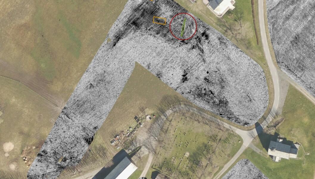 Oversiktsbilder fra Edøy. De grå områdene viser bildene fra georadaren, med Edøyskipet markert i grønt, og bosetningene i nærheten i gult.