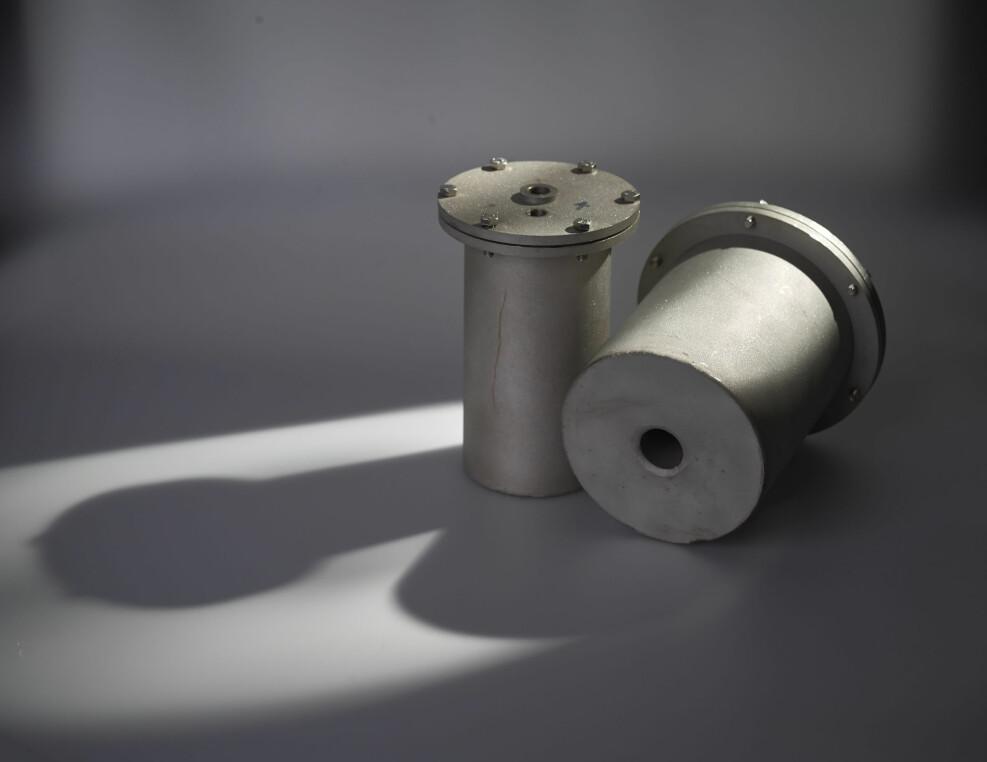 Prototypen på en hermetikkboks med hull i midten testes nå i flere europeiske forskningsinstitutt.