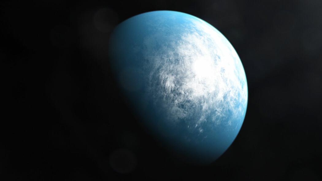 Planeten er rundt 30 prosent større enn Jorda og bruker 37 dager på å gå i bane rundt stjerna. Planeten får rundt 86 prosent av energien som vi får fra vår sol.