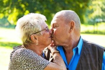 Når helsa svikter på noen områder, kan berøring og intimitet forsterke forholdet, og få en ny betydning for det seksuelle samlivet. (Illustrasjonsfoto: www.colourbox.no)