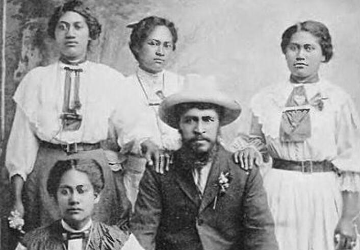 Da dette bildet ble tatt i 1913, av en profet ved navn Rua Kenana sammen med fire av hans koner, var samlivsformen polygami litt mer vanlig enn den er i dag. (Foto: J.Macqaurters/WikimediaCommons)