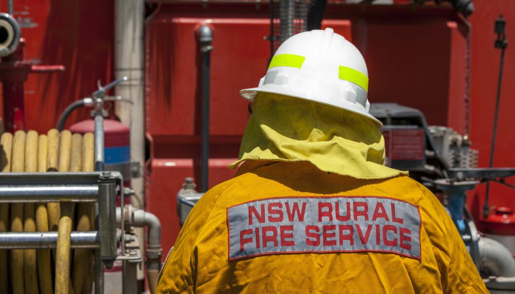 Slukningsarbeidet utføres i stor grad av frivillige brannfolk.