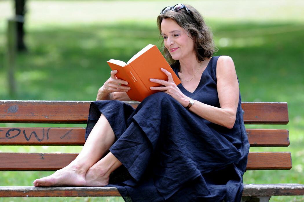 Forleggerforeningen og Bokhandlerforeningen hevder at nordmenn leser like mye som før, men i rapporten «Bokforbruk, bibliotek og lesing i digitale tider» kommer fram til helt andre tall med nye metoder.