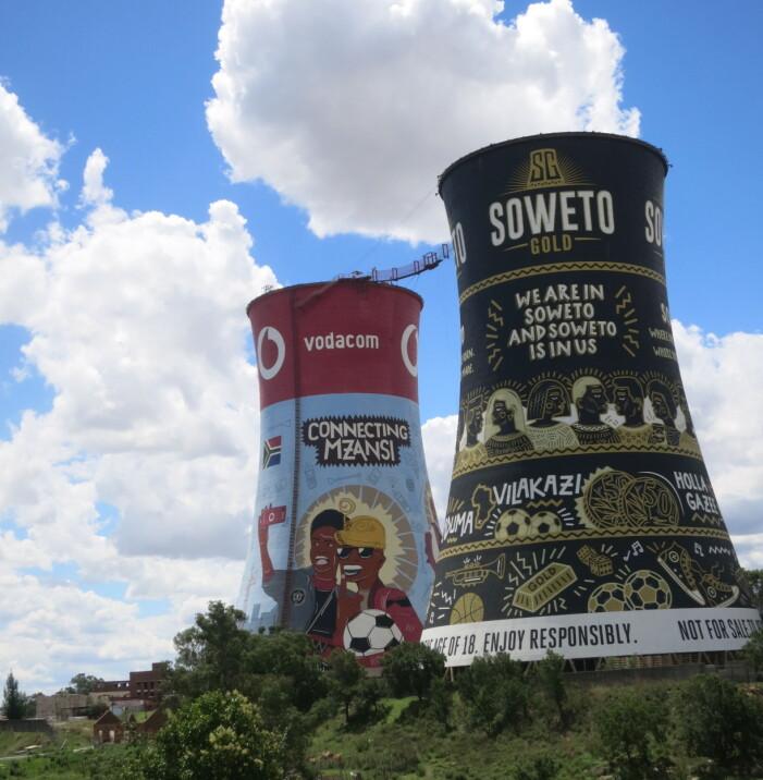Soweto Towers har blitt et landemerke i Soweto, og en populær destinasjon for turister. Her kan du hoppe i strikk, i fritt fall, ta zipline eller klatre opp på utsiden.