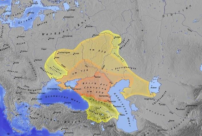 Det markerte området på dette kartet viser khazarenes rike, og er et av de områdene der arabiske reisende forfattere beskriver å ha møtt vikinger. (Foto: (Bilde: Wikimedia Creative Commons))
