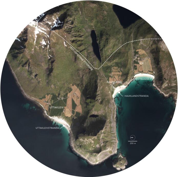 På Vestvågøys ytterside ligger landbruksbygdene Uttakleiv, Haukland og Vik. Hit kommer også tusenvis av turister for å oppleve strendene, og mange tar seg opp til de høye fjelltoppene som reiser seg mange hundre meter rett opp fra havet. Dette er masteroppgavens studieområde.
