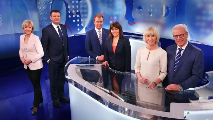 Aldersforskjellen mellom den mannlige og kvinnelige nyhetsankeren er ikke lenger så stor hos NRK. Men det er typisk at ankerparet må være en kvinne og en mann, ifølge Turid Øvrebø. Og en eldre kvinne med en ung mann er en relativt uprøvd kombinasjon. (Foto: Ole Kaland, NRK)