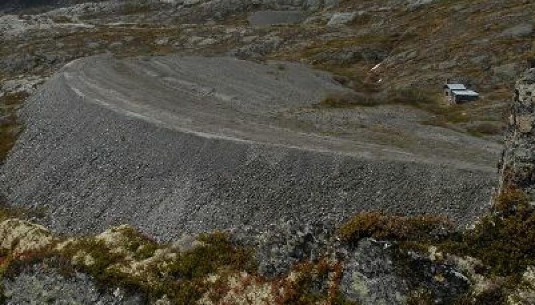 Steintippen ved Nedre Skålavatnet i Luster kommune i Sogn og Fjordane vises fremdeles godt i terrenget til tross for at den ble anlagt i 1960. (Foto: Knut Rydgren)