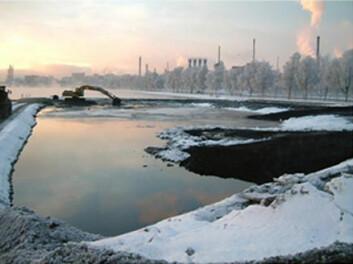 """""""Når forurensede sedimenter plasseres forsvarlig i et strandkantdeponi gjenvinner man også areal, som her i Gunnekleivfjorden"""""""