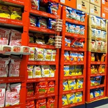 Føler du at butikkreolene truer med å velte mot deg i enkelte butikker? Det kan gi kjøpereduserende angst. Lukten av hav, kan berolige. (Foto: Espen Bratlie/Scanpix)