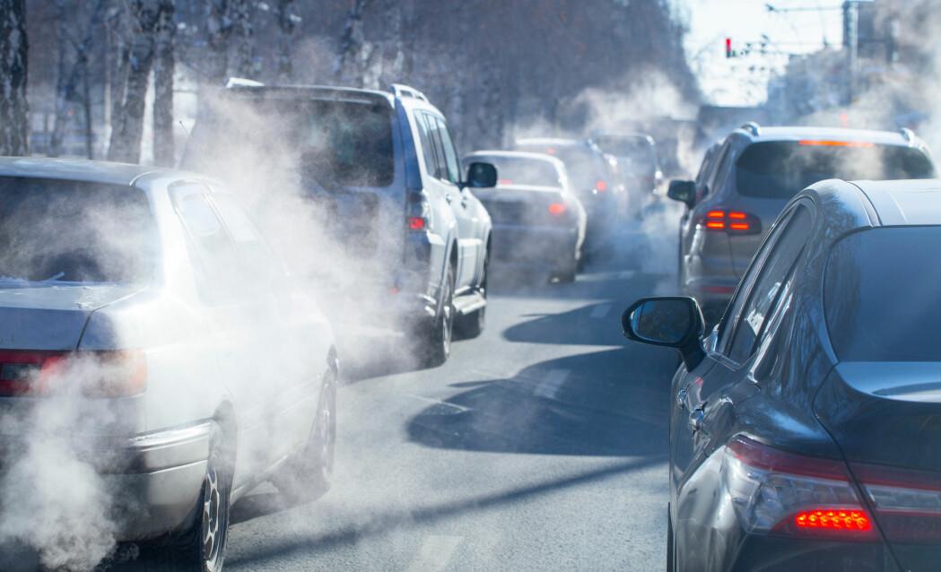NO2 slippes blant annet ut fra dieselbiler og kan være helseskadelig.