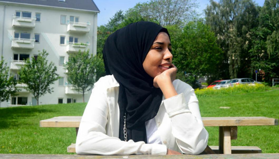 Ayan Osman (23) var bare 14 år da hun reiste fra familien i Somalia til Norge. Snart ti år etter hører hun fremdeles de grufulle lydene fra krigen og hun har ennå ikke fått norske venner.