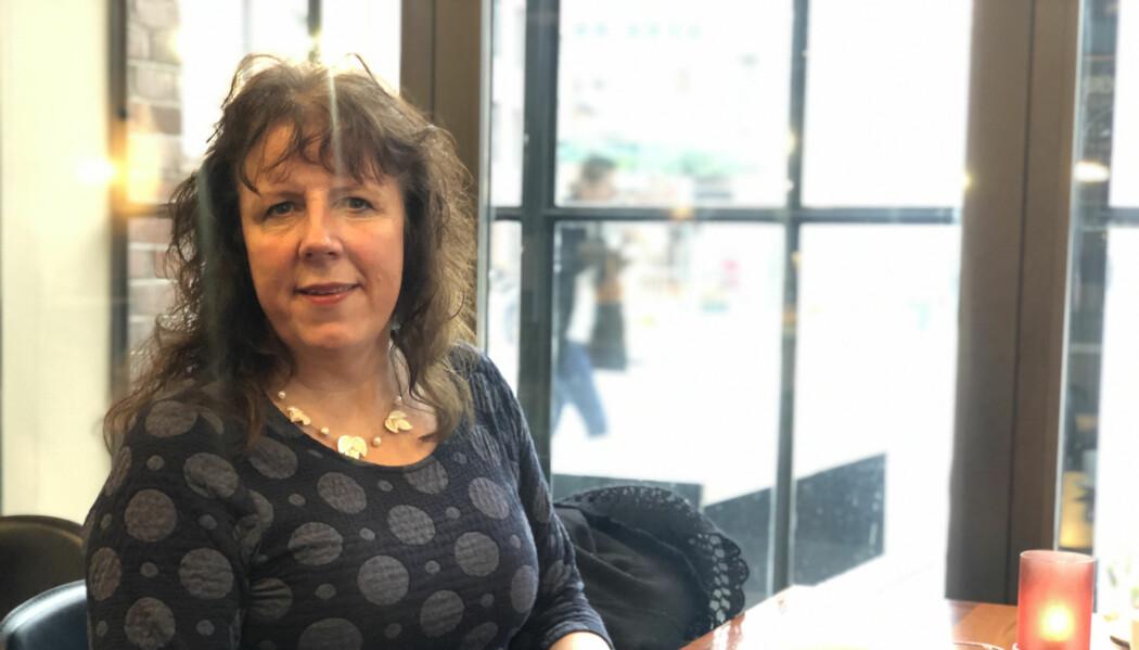 Kristin Berg, som er blind, tror mange opplever at flere digitale systemer er blitt mindre brukervennlige. Det rammer synshemmede ekstra hardt.