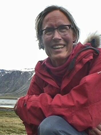 Anna Vader er den glade finnar av verdas nordlegaste fjelltettegras. (Foto: Kjersti Strømmen/NRK)