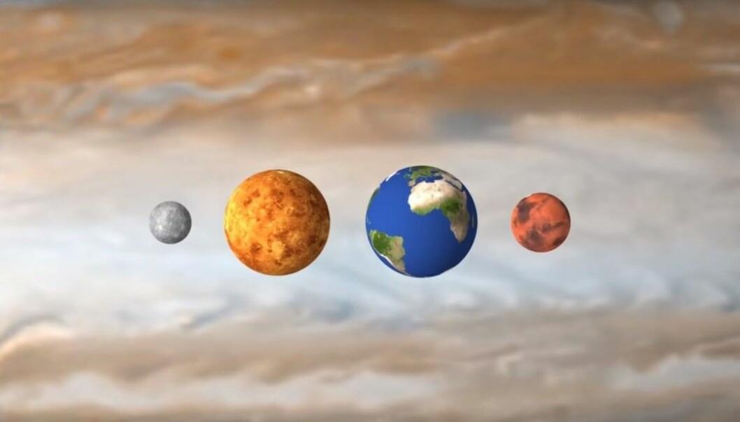 En truende kjempe kommer til syne bak de fire planetene. Det er Jupiter. De fire er ganske små sammenlignet med Jupiter, solsystemets største planet