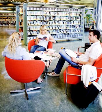 Universitetet i Stavanger har de mest mobile doktorgradsstudentene i Norge. Bildet er fra universitetets bibliotek. (Foto: E. Tønnessen)