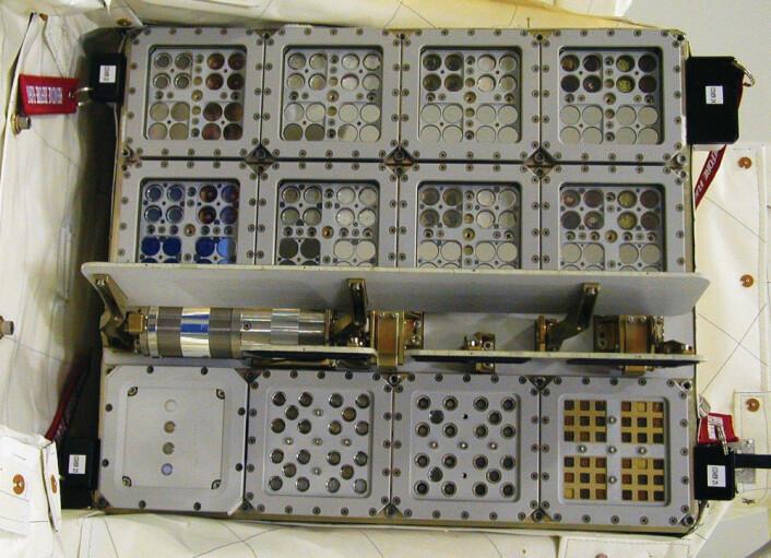 Expose-E-kofferten inneholdt blant annet sopp, sporer, lav, mikroorganismer og andre organiske substanser som ble utsatt for stråling og temperatursvingningene i verdensrommet utenfor Den internasjonale romstasjonen. (Foto: ESA/NASA)