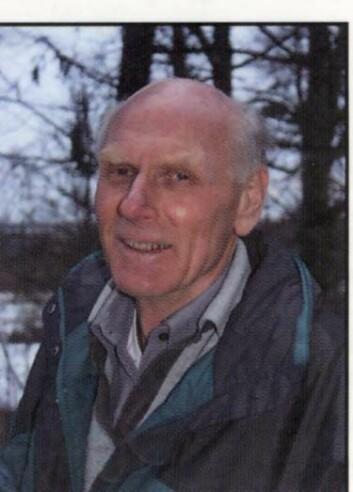 Du kan rekke å se et falt tre forsvinne i løpet av din levetid, forteller professor emeritus Olav Hjeljord. (Foto: Privat)