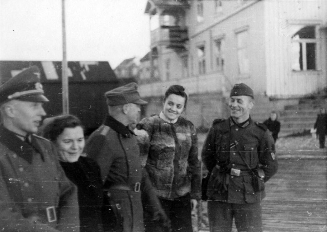 Det er vanlig å si at det var mellom 30 000 og 50 000 norske kvinner som var såkalte tyskerjenter. Men forskerne er ikke enige.