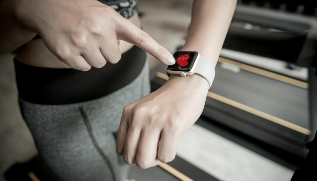 Alt du trenger for å måle PAI er ei klokke som måler puls og en smarttelefon.