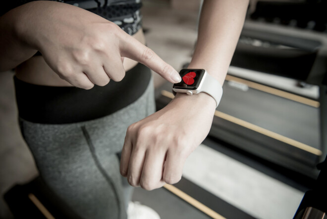All you need to measure PAI is a smartphone and a smart watch or fitness tracker that measures your heart rate. Illustration photo: Colourbox