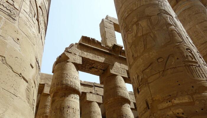 De store steinpilarene i tempelbyen til Amun-Ra i Karnak.