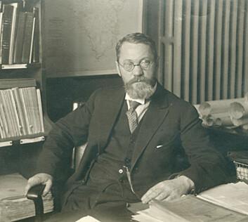 """""""For Adolf Hoel gikk forskning og imperialisme hand i hand. Likevel var han en av Norges ledende vitenskapsmenn og grunnlegger av det som i dag er Norsk polarinstitutt."""""""