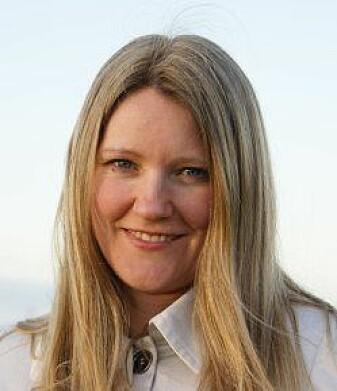Forsker og veterinær ved Veterinærinstituttet Kristine Gismervik har forsket på laks som avluses i varmt vann.