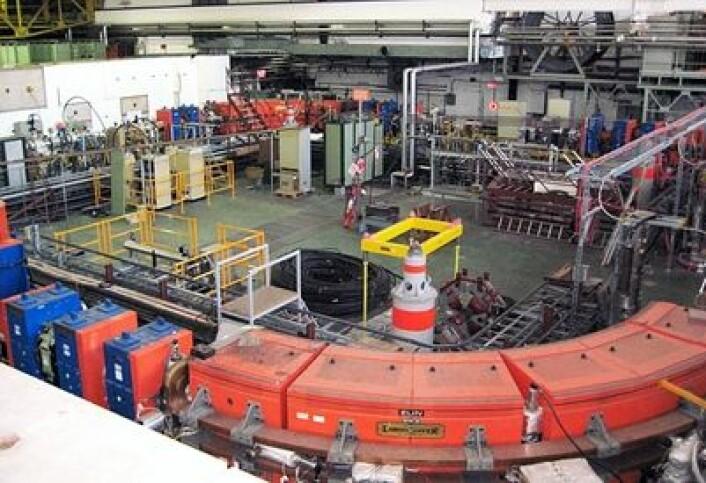 Med denne, lille partikkelakseleratoren greide CERN i 1995 å produsere antimolekyler for første gang. I dag bekreftet de  eksistensen av en ny Higgs-liknende partikkel - etter at jakten har pågått siden midten av 1960-tallet. (Foto: Marianne Nordahl)