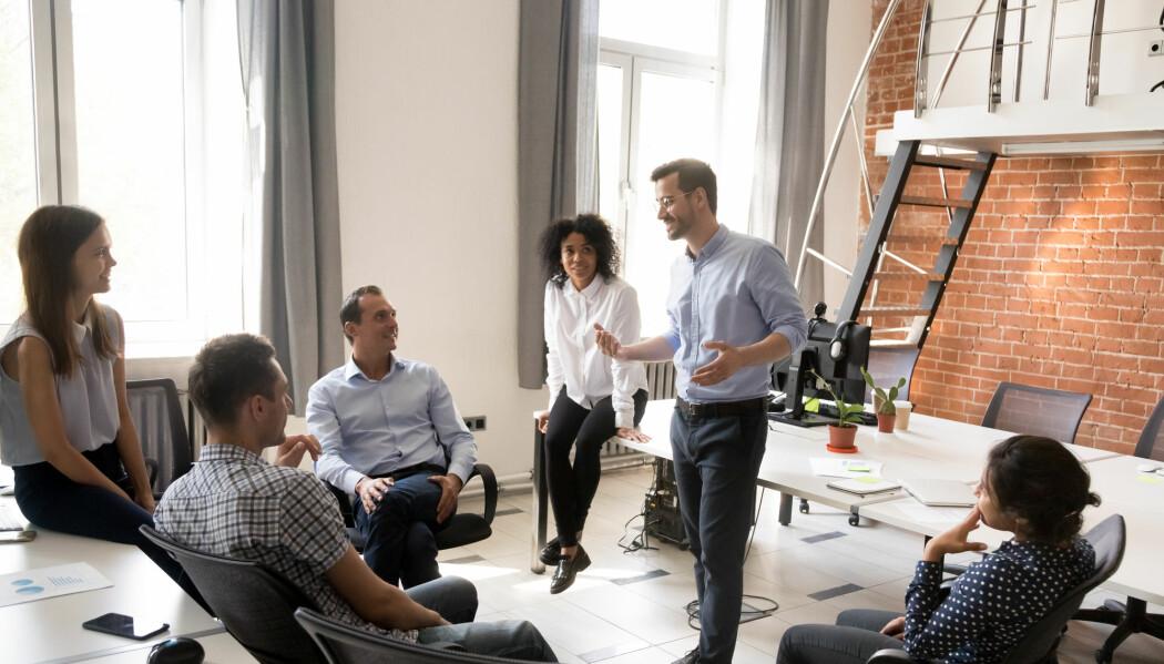 Noen ganger trenger kanskje medarbeiderne å vekkes av mellomlederne gjennom forsterket budskap fra toppen, men det kan også tenkes at de trenger arbeidsro og beskyttelse fra unødvendig støy.