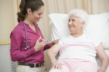 Eldre personer over 65 år kan ha problemer ved å tåle en influensa. Derfor anbefaler forskerne og myndighetene at de vaksinerer seg. (Foto: Colourbox)