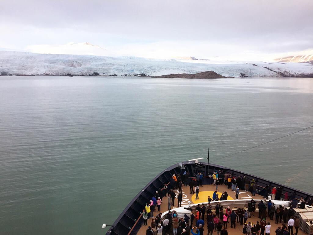 Flytende byer. Det blir stadig flere cruiseskip i arktiske farvann. Utsikt mot Nordensköldbreen i Billefjorden, Vest-Spitsbergen.