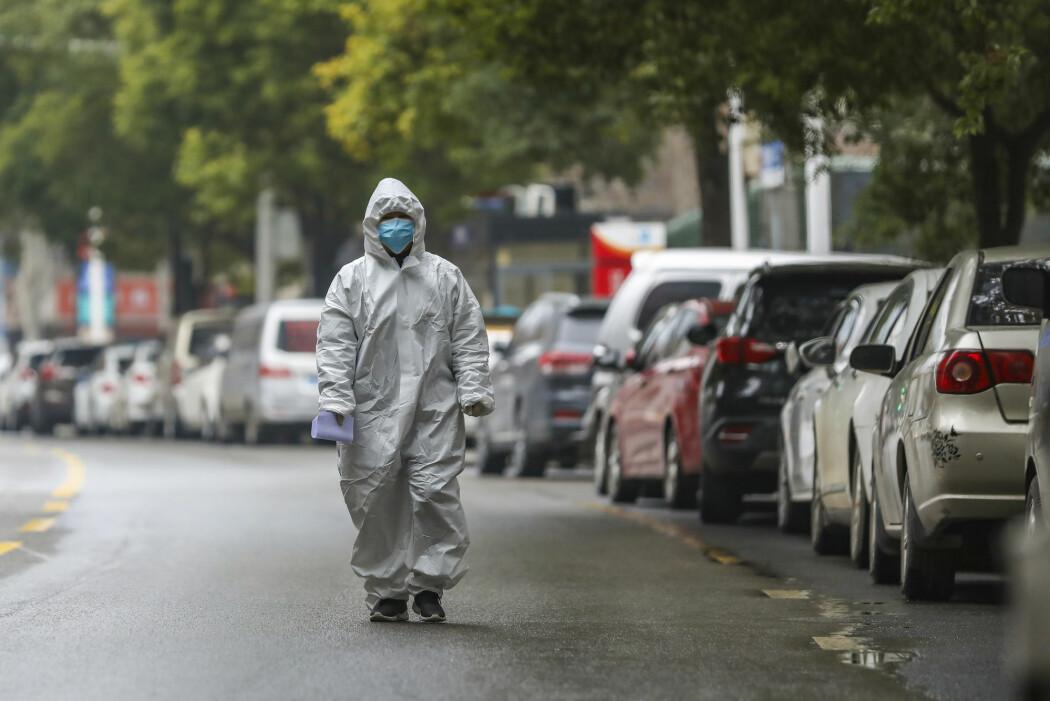 En helsearbeider i Wuhan i Hubei-provinsen, hvor det nye coronaviruset først ble oppdaget.