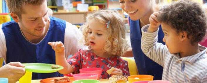 Norske barnehager har ulik praksis for treåringer – noen beholder dem i småbarnsgrupper, mens andre plasserer dem tidligere i storbarnsgrupper. (Foto: Shutterstock)