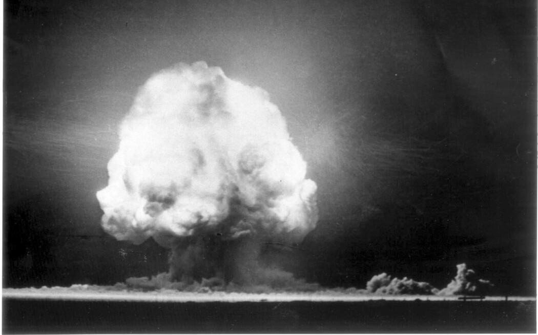 Albert Einstein har fortalt at han angret på sin oppfordring til utvikling av atombomben. Forskere bak pepper-spray og elektronisk sporing av mennesker har sett med gru på hvordan oppfinnelsene deres er brukt til nye formål. Bildet er fra utprøvingen av atombomben den 16. juli 1945, i New Mexico.