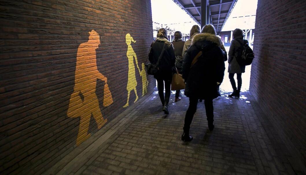 Fra hele verden strømmer besøkende til for å la seg inspirere av demenslandsbyen De Hogeweyk i Nederland.