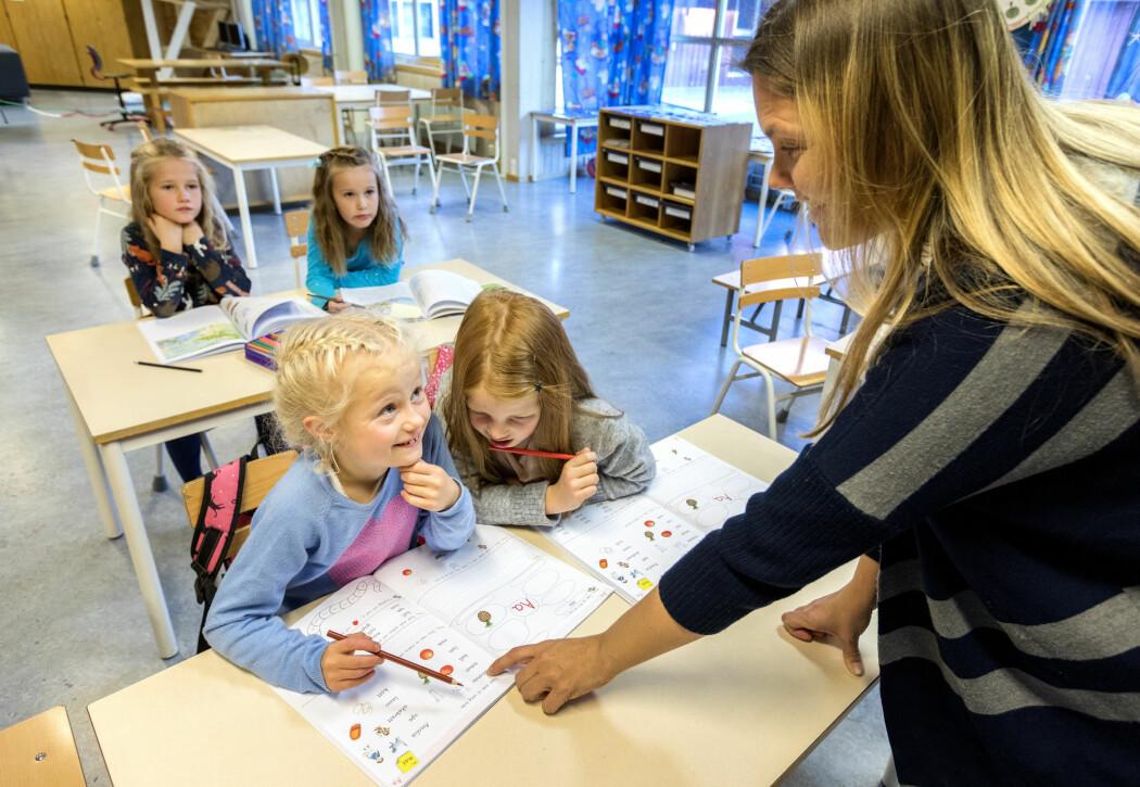 – Nesten alle norske lærere nesten opplever høyt tidspress. Og tidspress er den aller viktigste årsaken til utmattelse blant norske lærere. Utmattelse er en viktig årsak til at lærere vurderer å slutte som lærer.