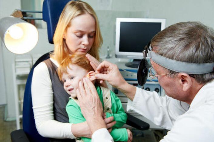 Ukritisk bruk av antibiotika ved for eksempel ørebetennelse fremmer veksten av multiresistente bakterier. (Foto: Colourbox)