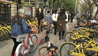 Trenden med utleiesykler i storbyer som Beijing har skutt fart som en rakett. En utfordring som Kina nå må finne en løsning på, er den store mengden kasserte sykler som sykkelbølgen har ført med seg.
