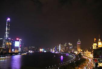 Shanghais nye bydel Pudong står som et symbol på landets sterke vekst. Og her trengs mye strøm for å drifte den nye bydelen.
