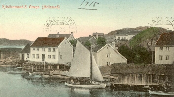 Sørlandet var sentrum for skipsfart og skipsbygging over en lang periode fram til slutten av 1800-tallet. Men da dampbåtene og jern- og stålskipene kom, mistet denne næringen sin betydning. Ny Hellesund var en uthavn som ble turistmål på 1900-tallet. (Foto: Postkort fra ca. 1915)